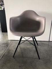 Klassiker Eames Plastic Chair 6