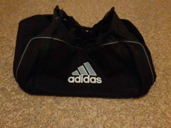 Adidas Sporttasche Tasche Reisetasche schwarz