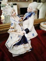 Tanzpaar Porzellan mit Spieluhr Vitrinenstück