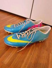 Nike Fußball Schuhe Größe 42