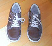 NEU oder Neuwertig braune Sneakers