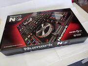 Numark NVII - 4-Deck Dual-Display-DJ-Controller m