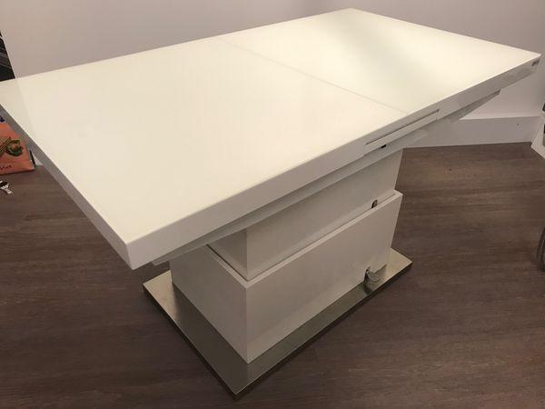 Tisch Couch und Esstisch in