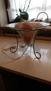 Tischleuchte mit Salzkristallen
