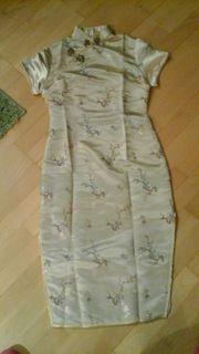 sehr edeles festliches chinesisches Kleid