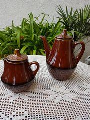 Neuwertiges Teekannen-Duo
