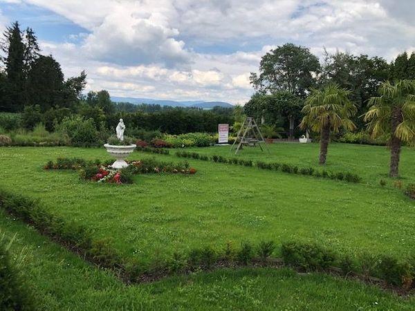 Ein schöner Garten nach Ihren