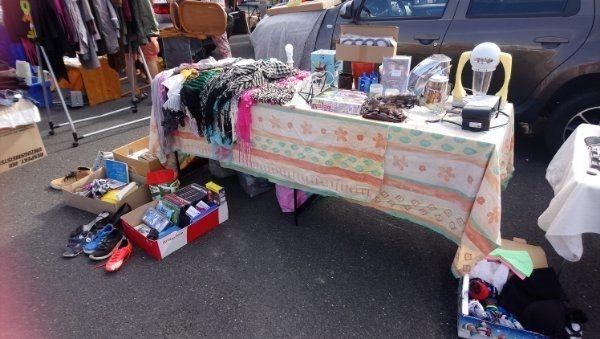 Flohmarktkisten inkl Kleiderständer