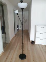 Stehlampe mit biegsamen Arm