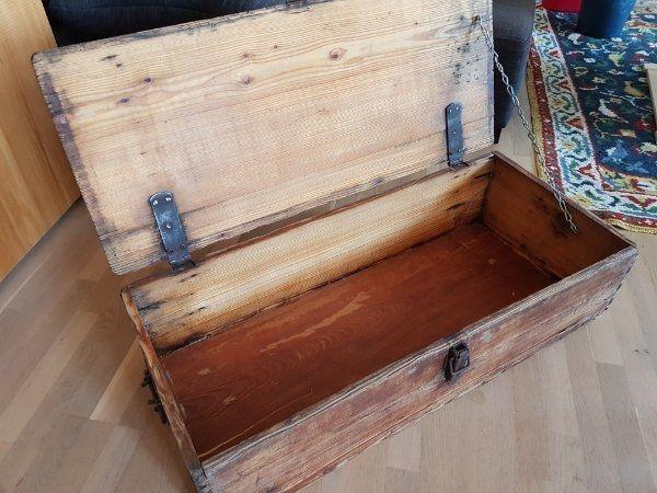 historische Holztruhe ehemalige Bierkiste