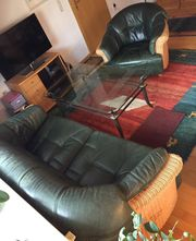 Ledercouchgarnitur Sessel und Glastisch zu