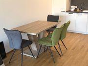 Esszimmerstühle und Tisch