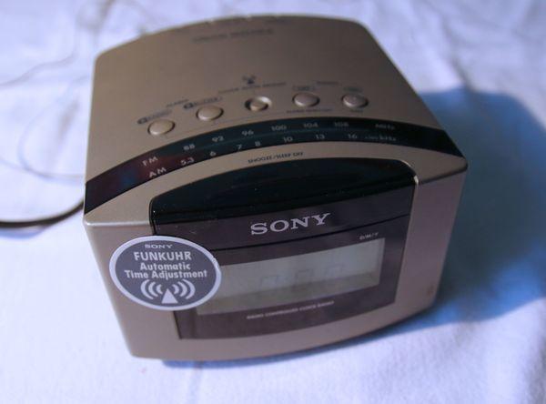 Radiowecker Sony - Funkuhr - silberfarben - DREAM MACHINE