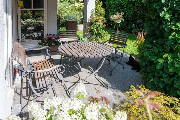 Hochwertige Gartenmöbelgruppe aus Teak und
