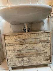 Waschbeckenunterschrank im shabby chic Stil