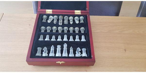 Schach Spiel aus Glas