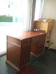 Alter Schreibtisch für Selbstabholer