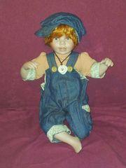 Porzellanpuppe Junge Puppe 41 cm