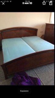 Schlafzimmer aus italienischen Kirschbaumholz