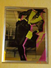 Bild mit Frauenmotiv spiegelnd