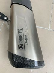 BMW S1000XR Akrapovic Auspuff Kleiderbügel