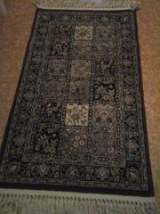 2 orientalisch anmutende Teppiche