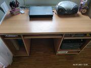 Schreibtisch inklusive Stuhl