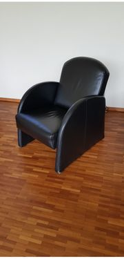 Schwarze Ledersessel mit sehr gutem