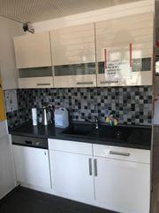 Küche mit Spülmaschiene