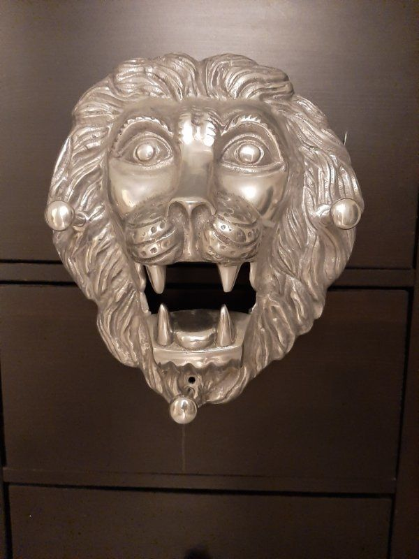 GroßerGardroben Löwenkopf