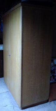 Kleiderschrank aus Massivholz aus Haushaltsauflösung