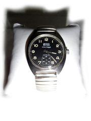 Schwarze Armbanduhr von BWC