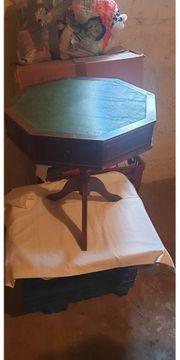 antiker kleiner Tisch mit Schubladen -