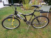 diverse Fahrräder und Dreirad