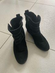 schwarze Wildleder Stiefel
