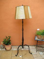 Antike massive alte Wohnzimmer Stehlampe