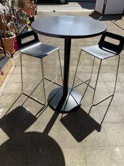 Bistrotisch mit Stühlen