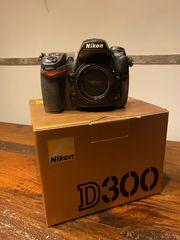 Nikon D300 mit viel Zubehör