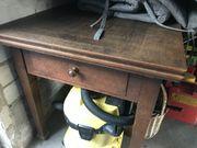 Schöner alter antiker Tisch ausziehbar