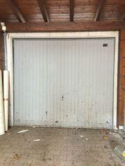 Kostenlos Metalltor für Garage oder