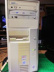 Kleiner PC mit Monitor