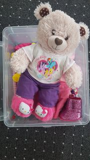 Teddybär mit Kleidung