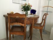Halbrunder Biedermeiertisch 2 Stühle