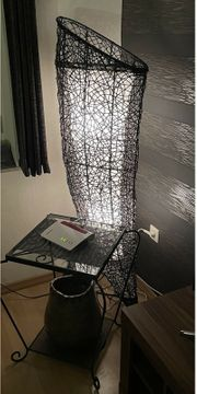 Wunderschöne Hochwertige Stehlampe aus schwarzen