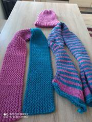 2 Schals mit Mütze