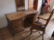 Schreibtisch u Stuhl aus Massiv-Holz