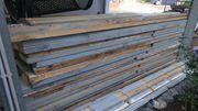 Verschenke Holzbohlen