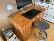 Antiker Weichholz- Schreibtisch im Landhausstil