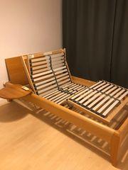 Holzbett mit elekt Lattenrost