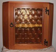 Rustikaler Hängeeckschrank mit Glas